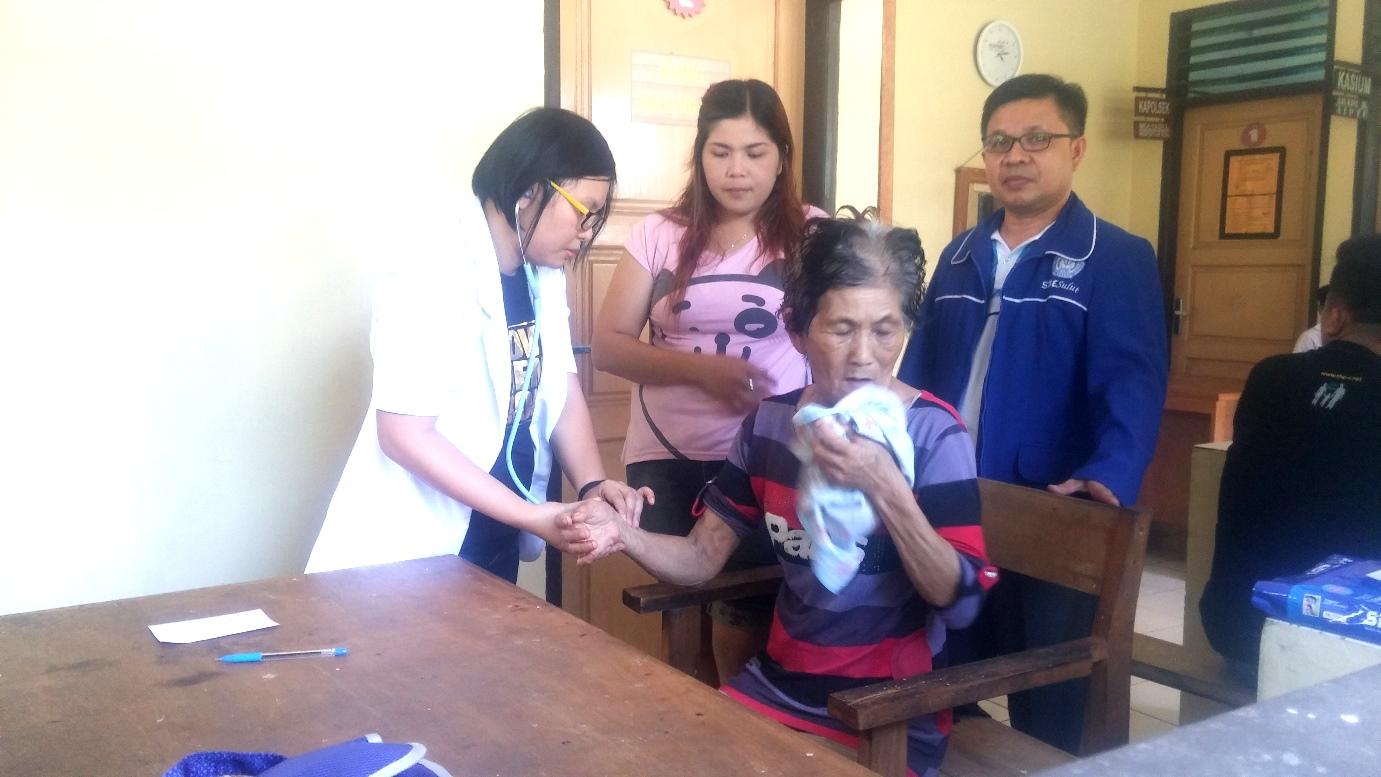 Pengobatan Gratis STIE Sulut di Kabupaten Minahasa Selatan